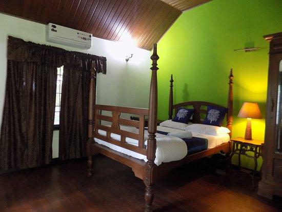 Elphinstone Residency : Deluxe Room