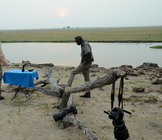 Kasane, Botsuana: sundowner with Lucky Chobe National Park