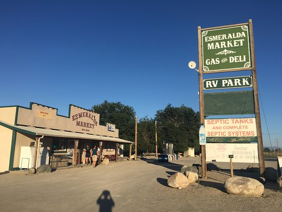Dyer, Νεβάδα: Ingresso dell'RV park con annesso market e rifornimento.