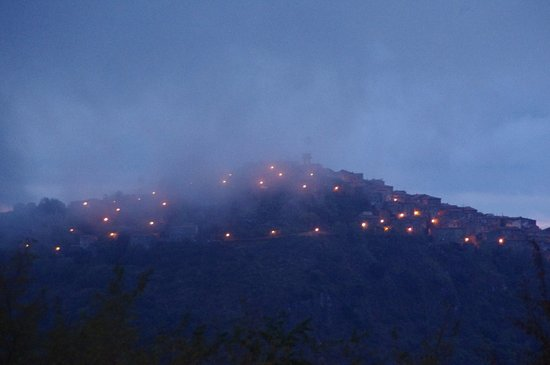 Arcidosso, İtalya: vista su montelaterone all'alba