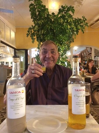 Restaurante Pizzeria Samoa: Bill was pleased with the complimentary drinks made by the owners family !