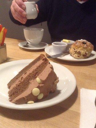 Crieff, UK: Delicious cakes.