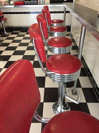 Moss Vale, Australien: Original stools in Bernie's.