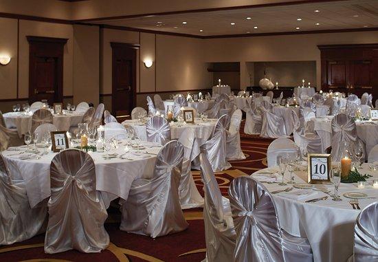 Hoffman Estates, IL: Wedding Setup