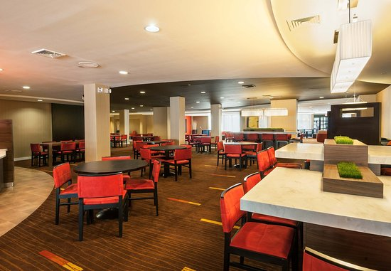 Marlborough, MA: Bistro Seating Area