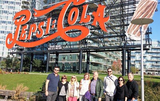 Queens, Estado de Nueva York: Behind the Famous Pepsi Cola Sign