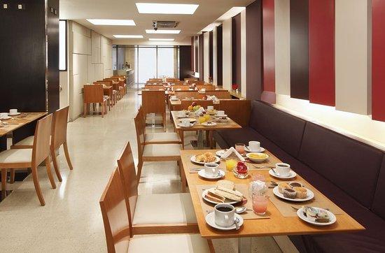 โรงแรมแอสเพนสูทส์: Restaurant