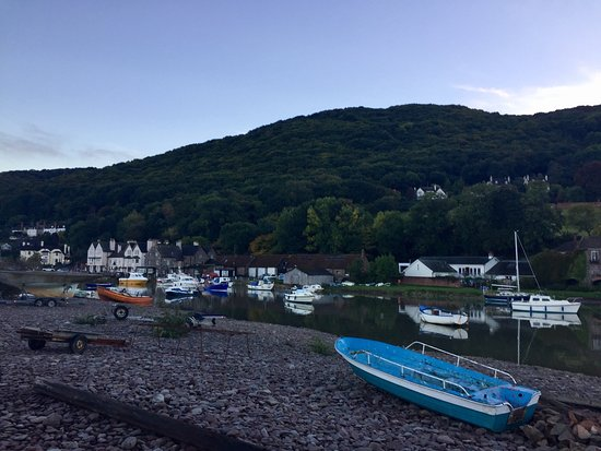 Porlock Weir, UK: View from the room, nearby the hotel, the front room and an example of food