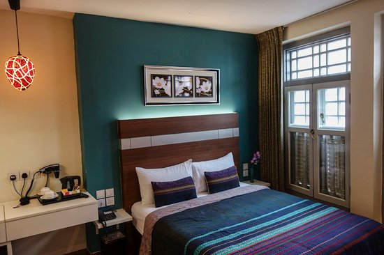 Keong Saik Hotel: Deluxe Room is decently sized