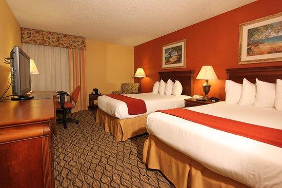 Майами-Спрингс, Флорида: Holiday Inn Express Miami Airport Spacious Smoke Free Deluxe Room