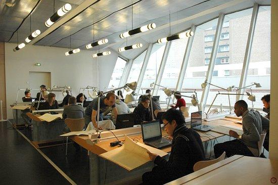 Roubaix, France : la salle de lecture où les visiteurs peuvent consulter les archives