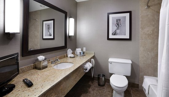 Natick, MA: Two Double Beds Executive Level Bathroom