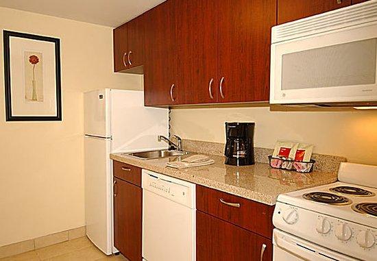Lady Lake, Floryda: Suite Kitchen