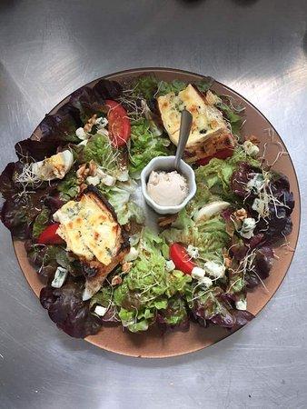 Saint Junien, France: Salade au 2 bleu