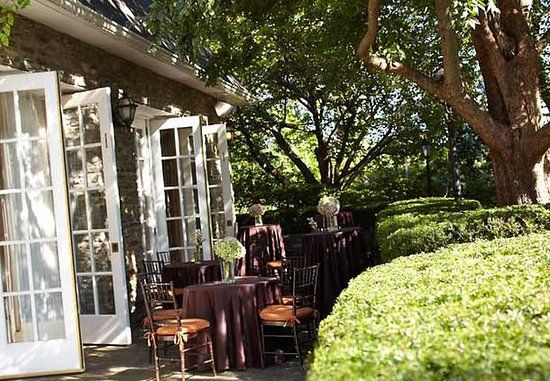 White Plains, Estado de Nueva York: Red Oak Patio