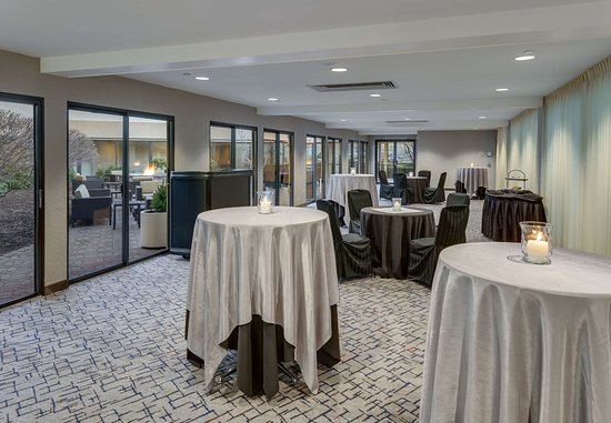 Cromwell, CT: Promenade Meeting Room & Reception Setup