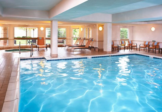 Middleburg Heights, OH : Indoor Pool & Hot Tub