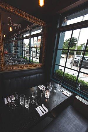 Greystones, Ιρλανδία: Booths at Buoys Kitchen