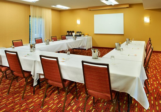 Lincolnshire, IL: Meeting Room - U-Shape Setup