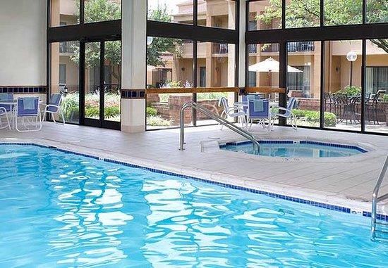 Blue Ash, OH : Indoor Pool & Hot Tub