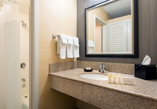 Beaverton, Oregón: Suite Bathroom