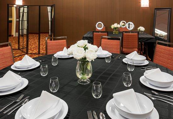 Arlington Heights, IL: Wedding - Dressing Room Setup