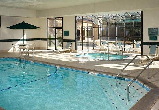 คลีฟ, ไอโอวา: Indoor Pool & Hot Tub