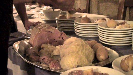 Entreves, Italia: Prosciutto cotto al vapore con patate, cavoli e cotechino