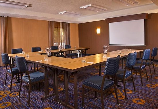 Mahwah, NJ: Meeting Room