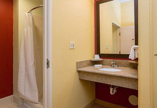 Monroe, LA: Executive King Suite Bathroom