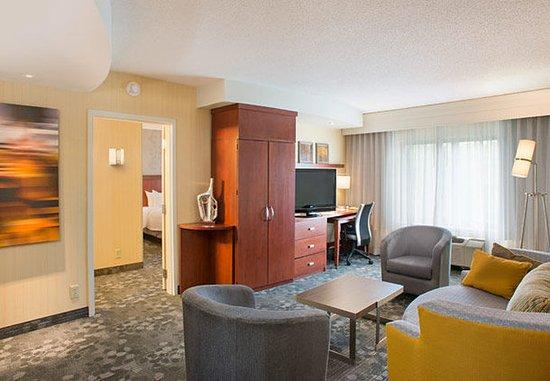 Lebanon, Nueva Hampshire: King Suite Living Area