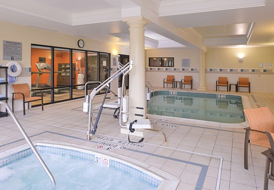 Monroeville, PA: Indoor Pool & Hot Tub