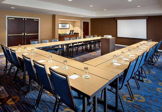 Parsippany, NJ: Meeting Room – U-Shape Setup