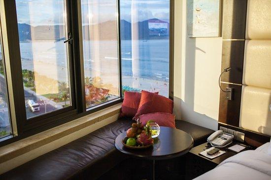 Khách sạn Holiday Beach Danang