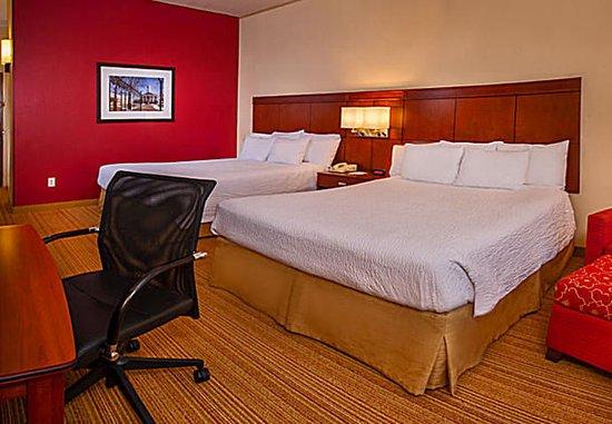 Courtyard Dulles Town Center: Queen/Queen Guest Room