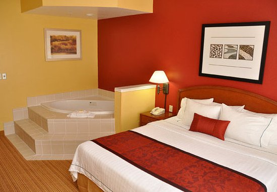 College Station, TX: Spa King Guest Room