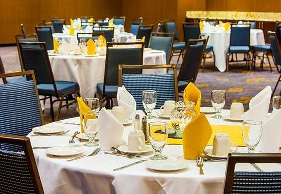 Fairfield, CA: Meeting Room - Banquet Setup