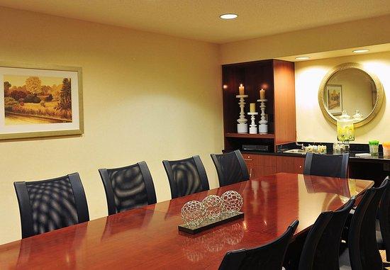 Edison, NJ: Boardroom
