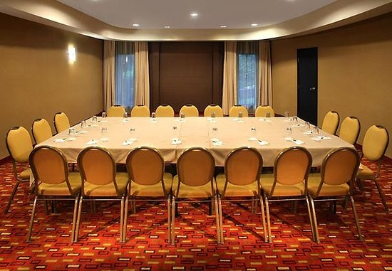 Warwick, RI : Meeting Room