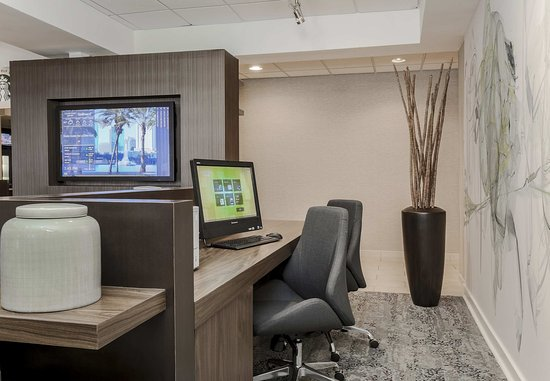 Lake Mary, FL: Business Center