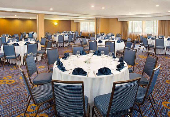 Montvale, NJ: Meeting Room – Banquet Setup