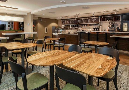 Woodbridge, VA: Bistro Dining Area