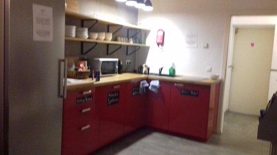 Old Town Hostel: Kitchen