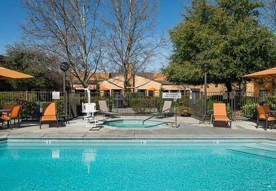 Vacaville, Kalifornien: Outdoor Pool & Whirlpool