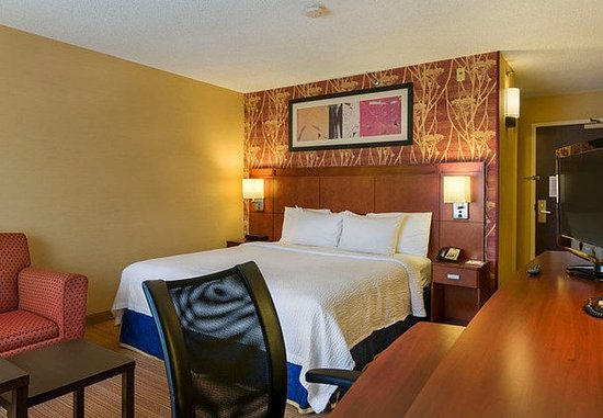 Westborough, MA: King Guest Room