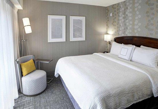 Kokomo, Индиана: King Suite Bedroom