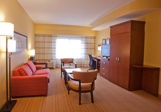 Huntersville, NC: King Suite Living Area
