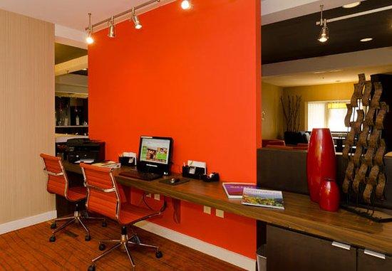 Huntersville, NC: Business Center