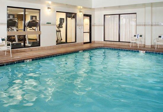 Westlake, OH: Indoor Pool & Hot Tub