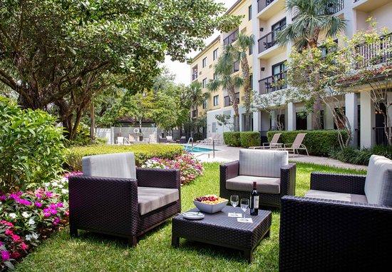 Coral Springs, Floryda: Pool Area Seating